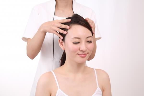女性頭皮マッサージ